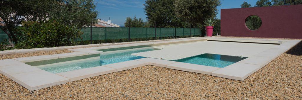 Couverture de piscine : le volet immergé pour les amoureux du design et de lignes épurées.