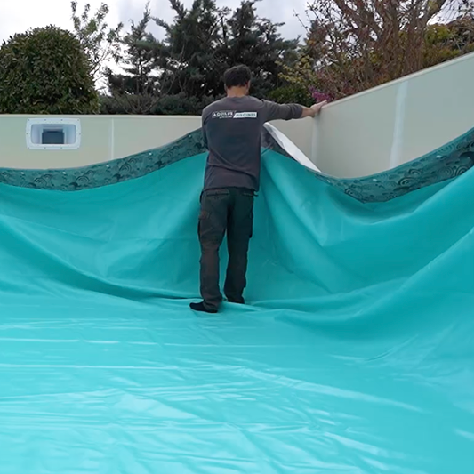 chantier piscine : installation du liner